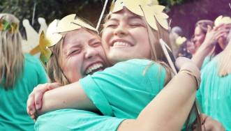 Delta Psi_Bid Day Hugs_01